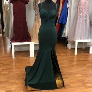 ✔️ 2019 Prom or bridesmaid dress, green with lace